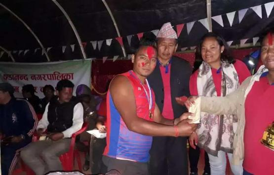 Prize distribution by Mayor and Deputy Mayor